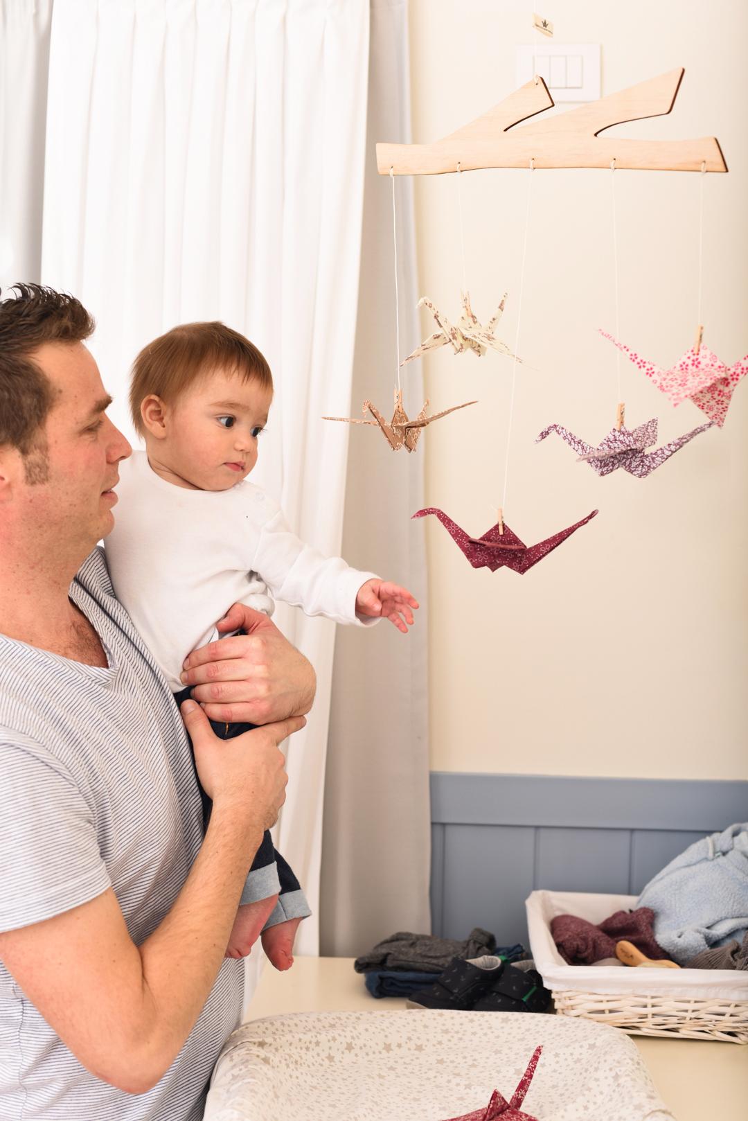 מובייל לתינוק לעיצוב לחדר ילדים - 5 עגורים ורודים מבד מחוברים למתלה ענף