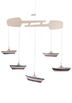 מובייל סירות, מובייל אוריגמי בד, פסים כחול נייבי ואדום, מובייל התפתחותי, מתלה משוטים עץ בלזה, עיצוב חדר ילדים, מתנה לתינוק, מתנת לידה מורן אלחלל