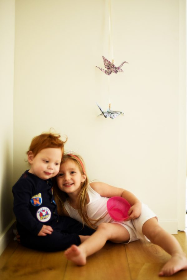 מובייל לחדר הילדים, זוג עגורים לתלייה ולמשחק. מורן אלחלל אוריגמי בד