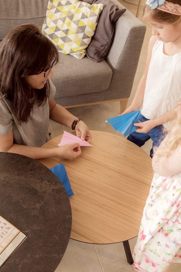 קיפולי נייר, סדנאות אוריגמי לילדים, מובייל מטוסים, פעילות עם הילדים, מורן אלחלל אוריגמי בד, סדנאות יום הולדת