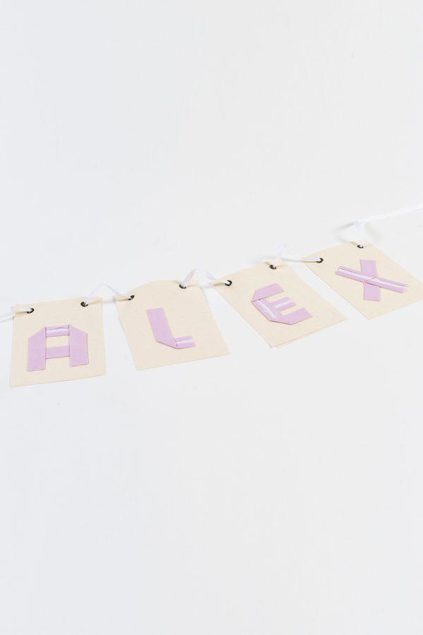 שם מעוצב לתלייה לעיצוב חדר הילדים , עשוי אותיות בד המקופלות בשיטת האוריגמי על גבי דגלי קנווס.מתנת לידה, עיצוב חדר ילדים, שם מעוצב, שרשרת שם מורן אלחל אוריגמי בד.