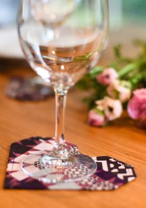 סט תחתיות לאירוח בצורת לבבות אוריגמי עשויות בד כותנה בגוון בורגנדי. מתנה נפלאה לחג. מורן אלחל אוריגמי בד .