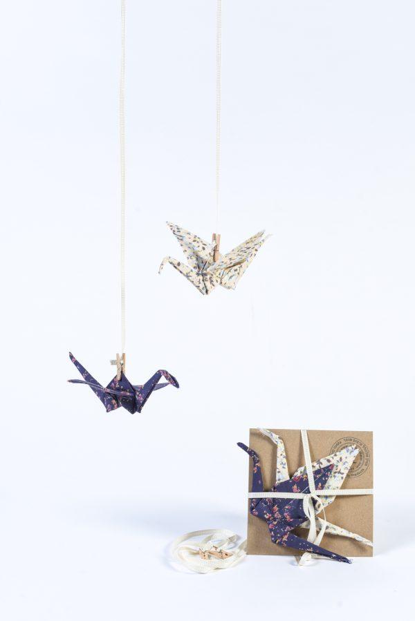 מובייל לוילון לעיצוב הבית, זוג עגורי אוריגמי עשויים בד כותנה בבדים כחול ואפרסק דגם יפן, מורן אלחלל אוריגמי בד
