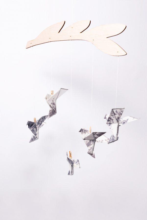 מובייל ציפורים, מובייל אוריגמי בד טאי דאי , מובייל לעיצוב חדר ילדים, עיצוב הבית, מתנת לידה, מתנה לתינוק, מורן לאחלל אוריגמי בד
