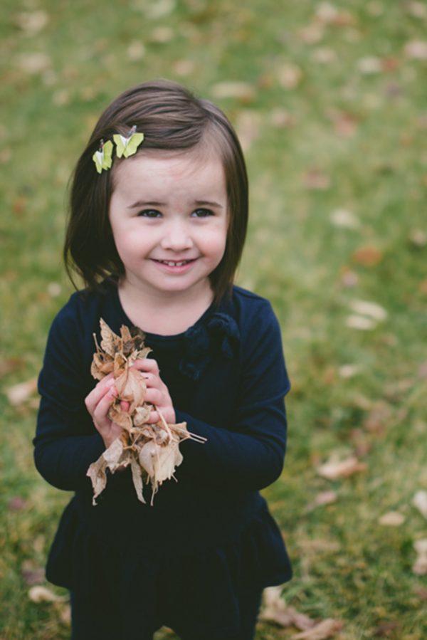 סט סיכות מעוצבות לשיער לילדות, משולבות פרפרי אוריגמי בד ירוקים על גבי סיכת תיק תק פרחונית, מתנותליום הולדת, מתנות לילדות, מתנה לחג, אקססוריז לשיער, מורן אלחלל אוריגמי בד
