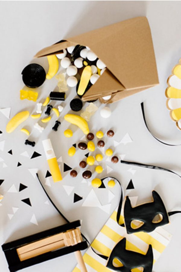 הפקה לפורים, משלוח מנות מעוצב, מסיכת אוריגמי באטמן, משלוח מנות מקורי ומיוחד לחג פורים, מסיכת אוריגמי, מורן אלחלל אוריגמי בד.