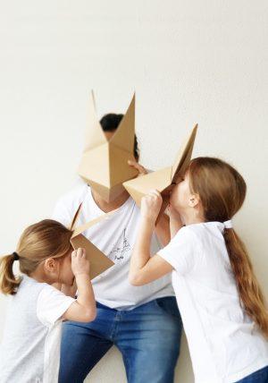 מסכת שועל אוריגמי, קיפולי נייר, סדנאות אוריגמי לילדים, קיפול מסכת, משלוח מנות אוריגמי, יצירה עם הילדים, סדנאות לילדים, סדנאות לפורים, מסכות לפורים, תחפושת לפורים. מורן אלחלל - אוריגמי