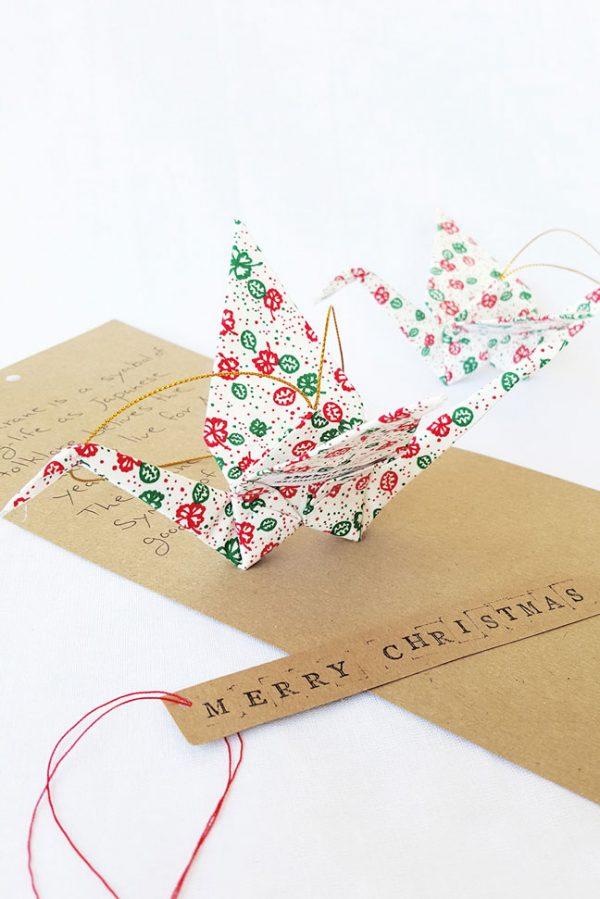 עגור אוריגמי בד , קישוט לעץ חג המולד, מתנות מעבר לים, מתנה לחג המולד, קישוט לקריסמס, עבודת יד, קישוט למזל, צבעי קריסמס, ירוק אדום ולבן. מורן אלחלל אוריגמי בד