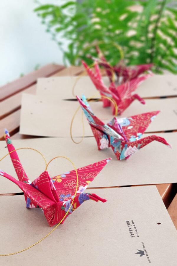 עגור יפני לתלייה ולקישוט, עשוי בד כותנה מיפן במהדורה מוגבלת, לתלייה בכניסה לךבית, עיצוב והום סטיילינג, מתנות סוף שנה, מתנה ליום הולדת, מתנה ליום נישואים, מורן אלחלל אוריגמי בד
