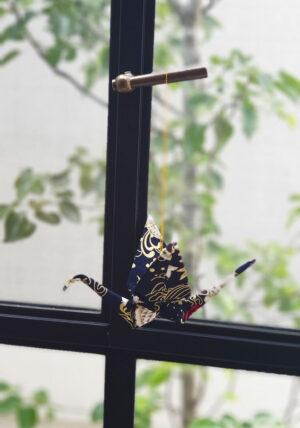 עגור אוריגמי בד יפני לעיצוב הבית, מובייל למזל ולברכה, קישוט לקיר, קישוט לחלון, מתנה למורה, מתנה לגבר, מתנה לחגים, קולקצייה יפנית, מורן אלחלל אוריגמי בד