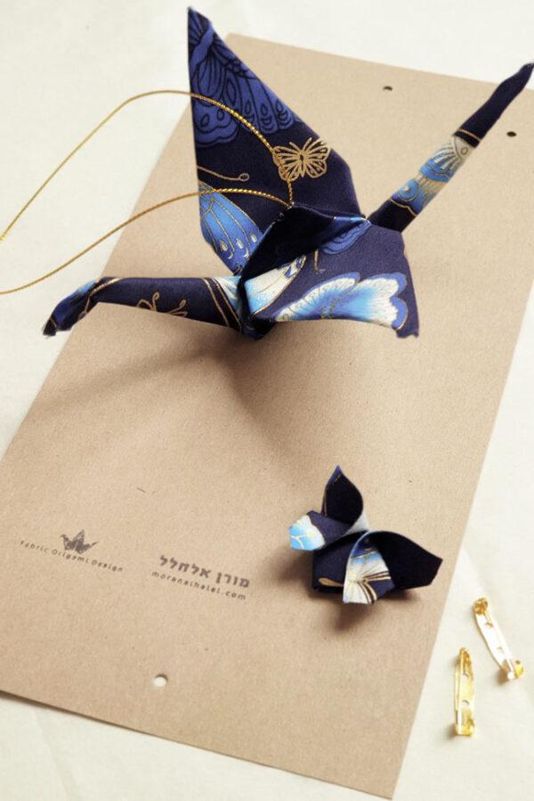 מובייל עגור יפני יחיד בדוגמאת פרפרים בגווני כחול תכלת וזהב, מתנה לבית חדש, מתנת חתונה, מתנת אירוסין, עיצוב אירועים, מתנות לעובדים, מתנות מקוריות, מתנה בעבודת יד, עיצוב ישראלי, מורן אלחלל אוריגמי בד
