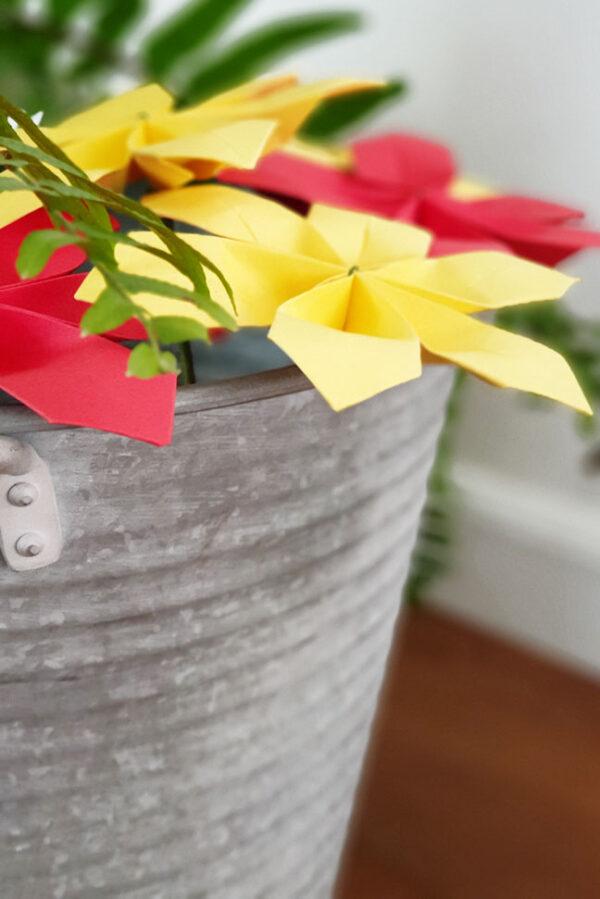 פרחי חרצית מנייר, פרחי אוריגמי, פרחים מעוצבים בעבודת יד, פרחים לאירועים, פרחים צבעוניים, מתנות לאורחים, מתנה לעובדים, מתנה קטנה ומקורית, מורן אלחלל אוריגמי, עיצוב לאירועים, אירועי קונספט מנייר