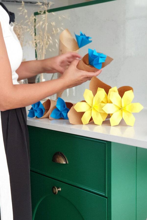 פרחי אוריגמי בהתאמה אישית, מתנות למורים, פרח אוריגמי, עיצוב שולחנות, עיצוב שולחן חג, מתנות לאירועים, מתנות לאורחים, פרחים מנייר, מורן אלחלל אוריגמי