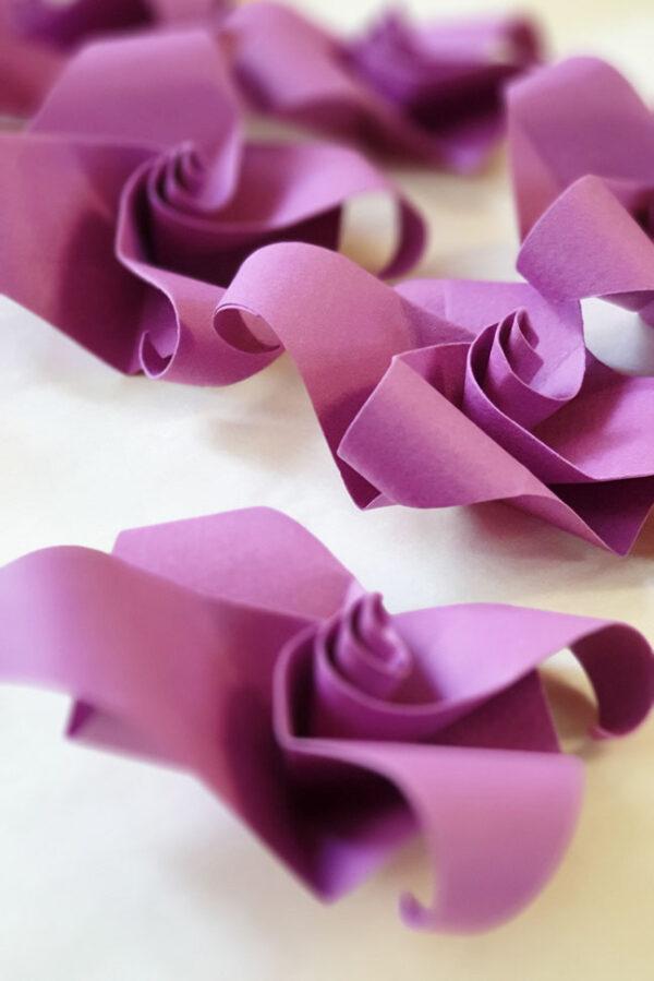 פרחי אוריגמי מעוצבים, פרחים בעבודת יד,זר פרחים בעבודת יד, פרחים מנייר, פרחי אוריגמי, פרחי שדה, אגרטל פרחים, מתנות לחג לעובדים, מתנות למורים ולגננות, מתנה לראש השנה, מתנה לפסח, סדנאות לעסקים, מתנות לאירועים, סידורי שולחן, מתנות לאורחים, פרח ורוד. מורן אלחלל אוריגמי