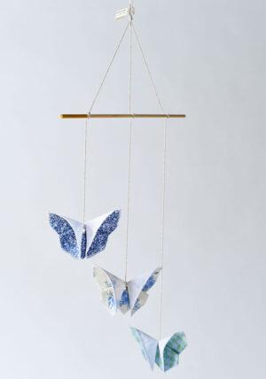 מובייל פרפרי אוריגמי בד בגווני כחול וירוק, מובייל לתינוק, מובייל פרפרים מעוצב, מובייל בעבודת יד, מתנה ליולדת, מתנה לגיל שנה, מתנת יום הולדת, מורן אלחלל אוריגמי בד