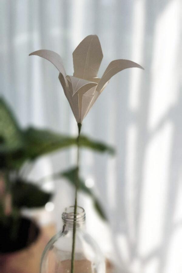 זר פרחי אוריגמי לבנים, ליליות, פרחים מעוצבים בעבודת יד, מתנה אישית, מתנות לעובדים, זר פרחים לאירוע, מתנות לאורחים, יום האהבה, מתנה לחג, מורן אלחלל