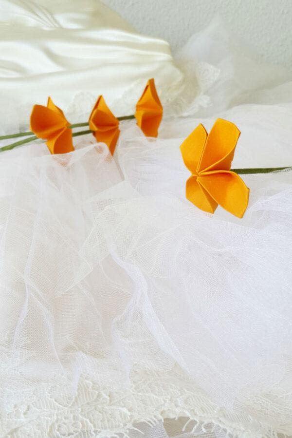 פרח אוריגמי חרדל מעוגל, פרחים לאירועים, פרחים מעוצבים, סידו שולחן, סידורי פרחים, יום האהבה, מתנות מיוחדות, פרחים בעבודת יד, פרחים מנייר, עיצוב אירועים מורן אלחלל