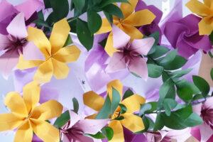 פרחי אוריגמי, פרחים בעבודת יד, פרחי נייר, זרי כלה, עיצוב פרחים לאירועים, אירועי קונספט, עיצוב אירועי חברה, עיצוב חתונה, זר לחתונה, מתנות לאורחים, פרח אוריגמי, לילי אוריגמי, סדנאות אוריגמי, מורן אלחלל